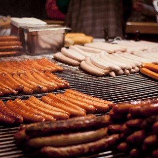 Братвурст — немецие сосиски на гриле