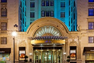 Вход в отель Crowne Plaza The Hamilton-Washington DC