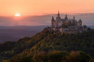 Замок Гогенцоллерн на фоне заката