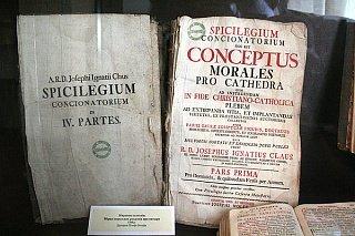 Старые книги в музее замка Любарта