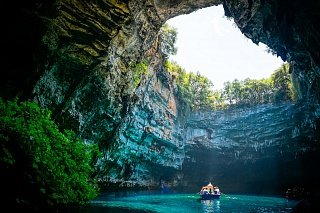 Пещера Мелиссани