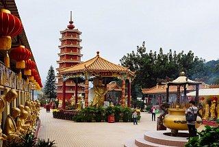 Монастырь 10 тысяч Будд