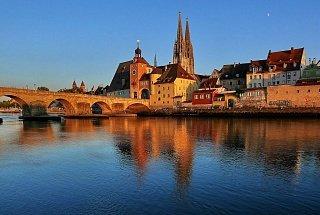 Дунай протекающий через город Регенсбург