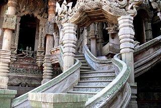 Лестница храма