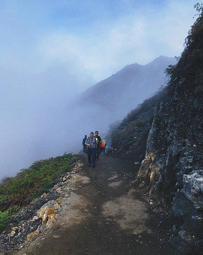 Дорога к вершине вулкана Иджен Синим пламенем: покорение вулкана Иджен на острове Ява Doroga k vershine
