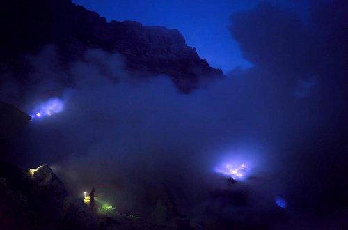 Вулкан Иджен вулкана Иджен Синим пламенем: покорение вулкана Иджен на острове Ява Goluboe sernoe plamya 2