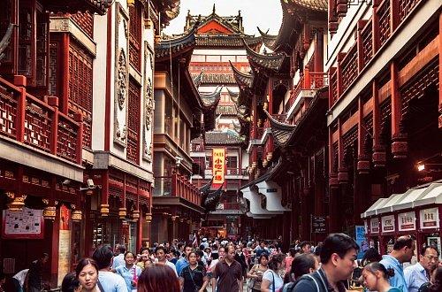 Оживленная улица в Старом городе