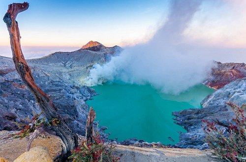 Вулкан Иджен вулкана Иджен Синим пламенем: покорение вулкана Иджен на острове Ява Kislotnoe ozero Kavakh Idzhen 1