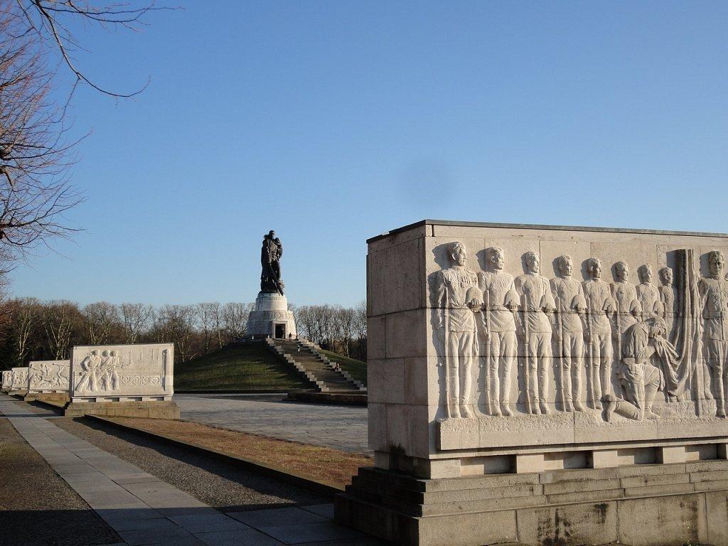 Мемориал в трептов-парке в берлине картинка